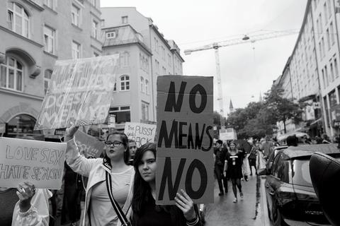 Black-and-white, Monochrome, Street, Snapshot, Protest, Rebellion, Public event, Urban area, Crowd, Monochrome photography,