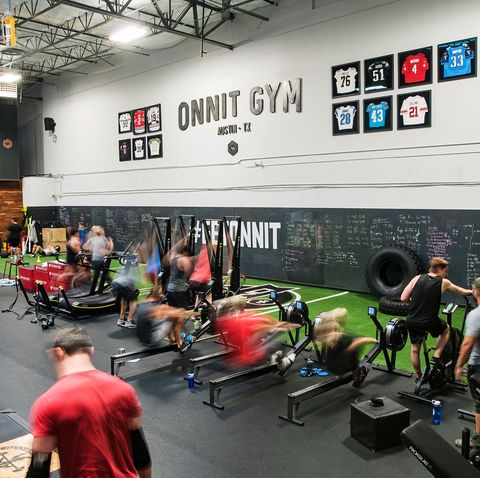 Room, Physical fitness, Gym, Crossfit, Sport venue, Leisure, Crowd, Competition event, Building, Exercise,