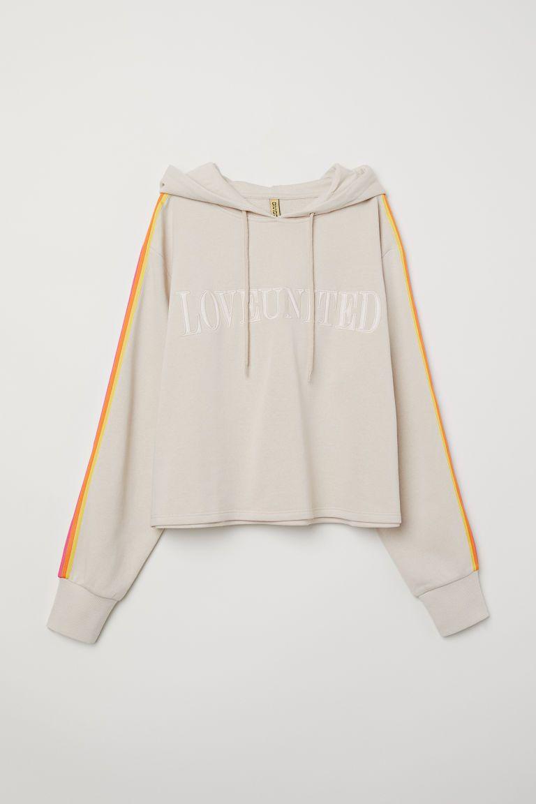 18 prendas arcoíris para celebrar el  pride  como se merece - Orgullo Gay  2018 ropa 0f1a61f0908c0