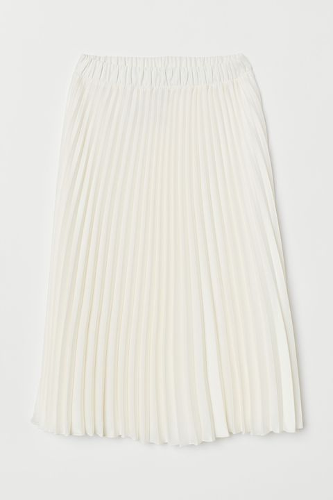 ac332ef269 Holly Willoughby is angelic in pleated white £29.99 H&M skirt