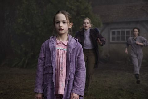 the haunting of bly manor l to r amelie bea smith as flora, victoria pedretti as dani, and amelia eve as jamie in episode, 206 of the haunting of bly manor cr eike schroternetflix © 2020