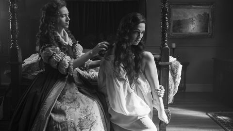 the haunting of bly manor l to r catherine parker as perdita and kate siegel as viola in episode 108 of the haunting of bly manor cr eike schroternetflix © 2020
