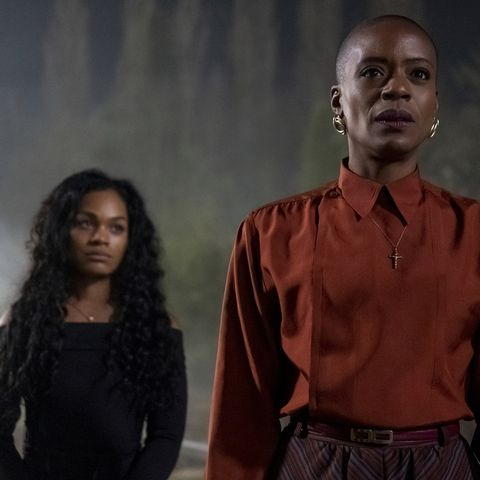 the haunting of bly manor l to r tahirah sharif as rebecca jessel and t'nia miller as hannah in the haunting of bly manor cr eike schroternetflix © 2020