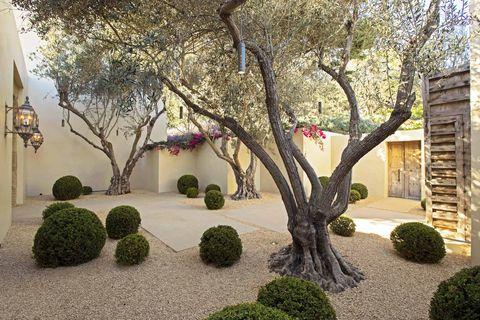 hoerr schaudt boxwood globes gravel courtyard