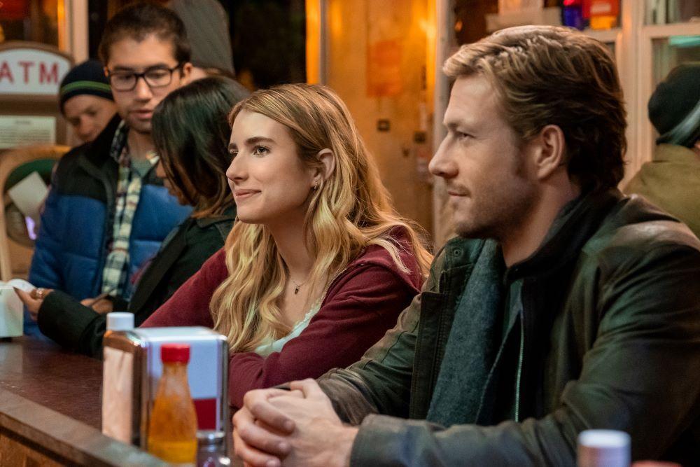 Holidate, un partner per le feste: ecco la trama del nuovo film di Netflix per il Natale 2020 con Emma Roberts