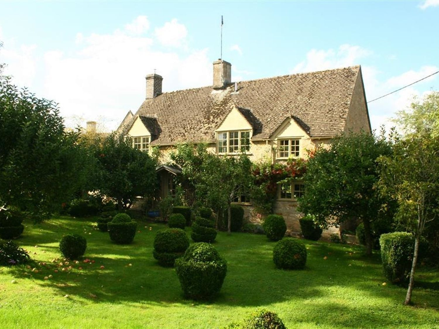 Looking for a holiday cottage in the Cotswolds? Try Pear Tree Cottage