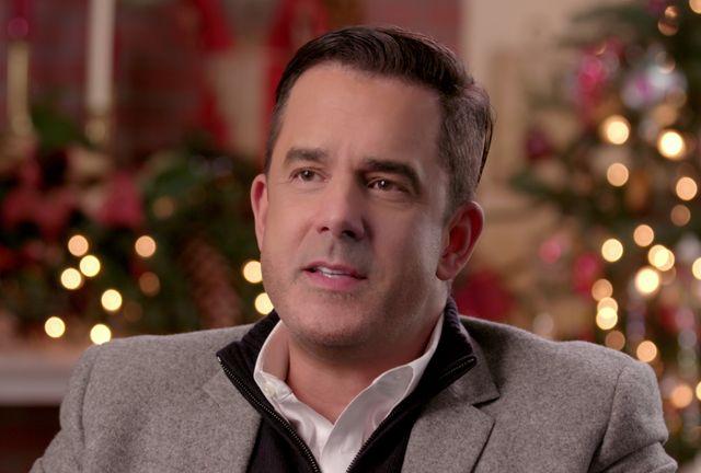 holiday home makeover with mr christmas  benjamin bradley in episode 3 of holiday home makeover with mr christmas on netflix
