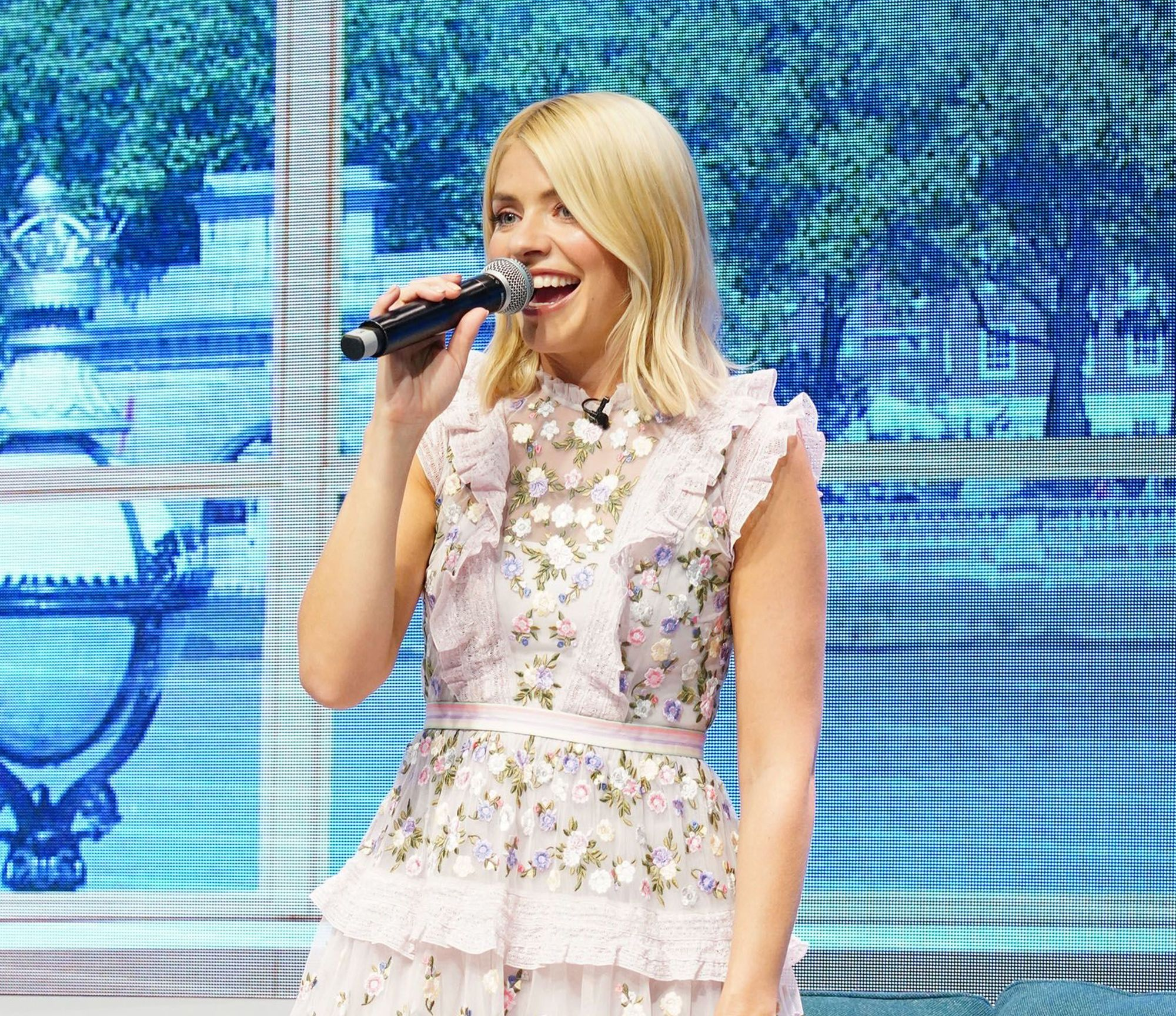 Holly Willoughby\'s Wearing Her Wedding Dress To Watch Royal Wedding