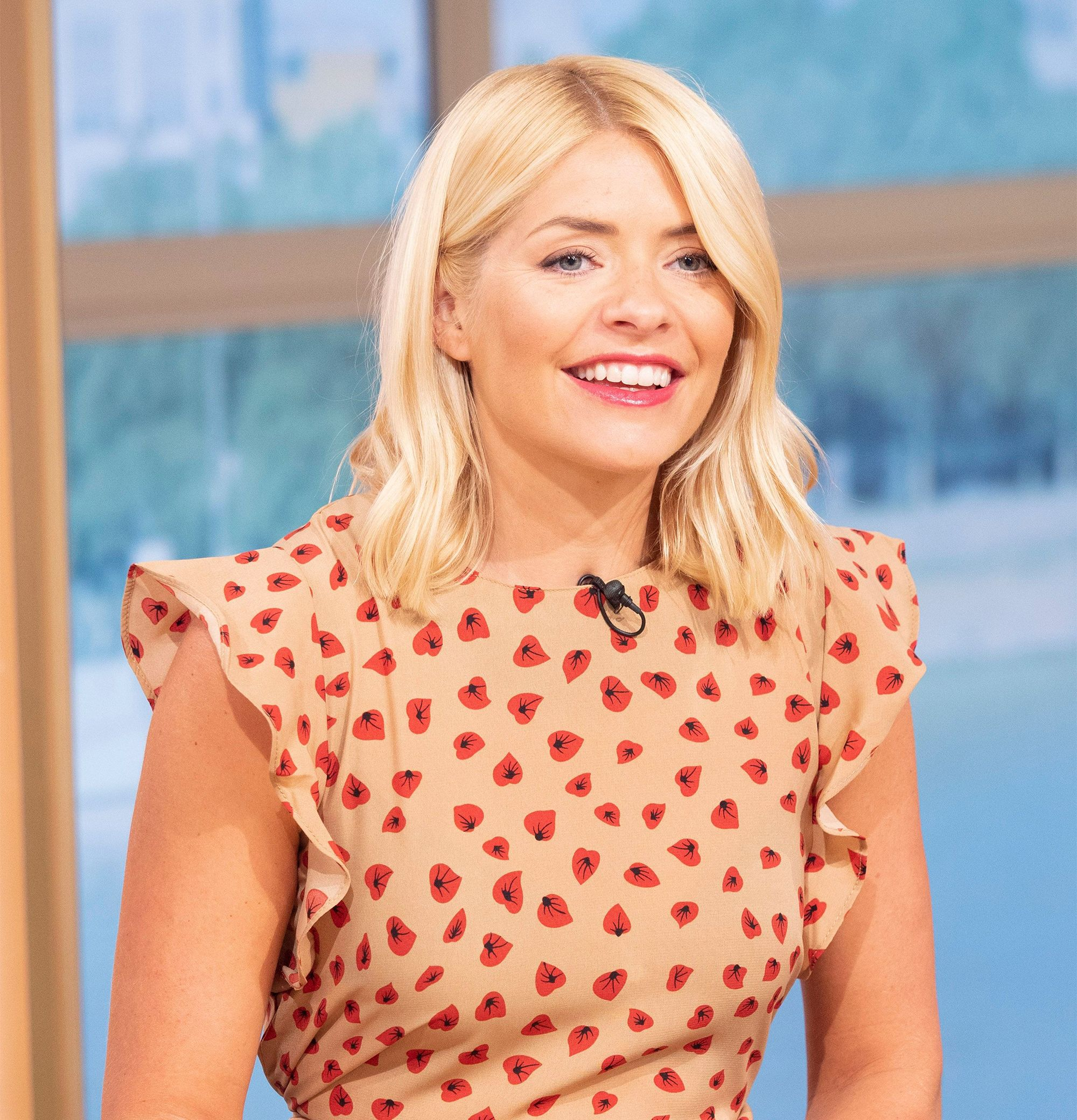 e1106e6113 Holly Willoughby Praised For Wearing £8 Summer Dress