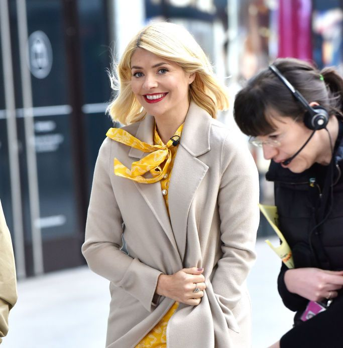 Holly Willoughby's chic jumper and skirt combo is all we want to wear this autumn