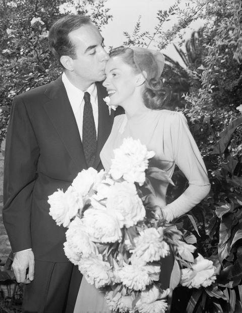 vincente minnelli kisses bride judy garland's head