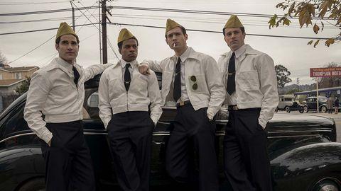 los protagonistas de hollywood vestidos con el traje de gasolinera