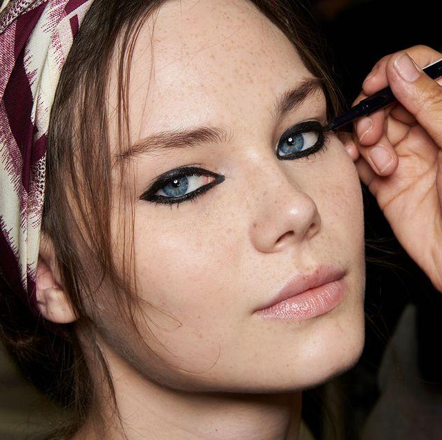 cómo conseguir unos ojos de gata con tu eyeliner