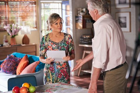 John Palmer and Marilyn Chambers argue in Home and Away
