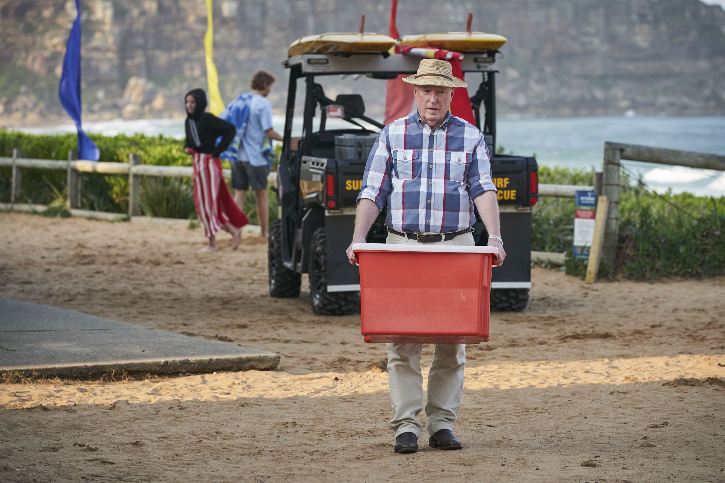 Alf Stewart prepares to leave in Home and Away