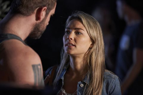Jasmine Delaney faces a decision over Robbo in Home and Away