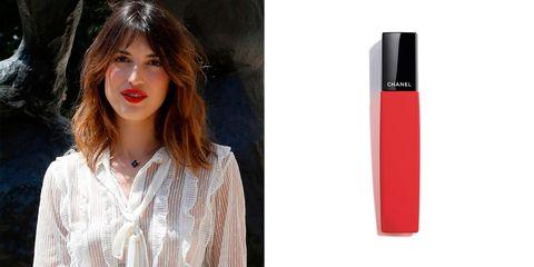 El labial definitivo de Chanel con el que hacerse el efecto labios mordidos