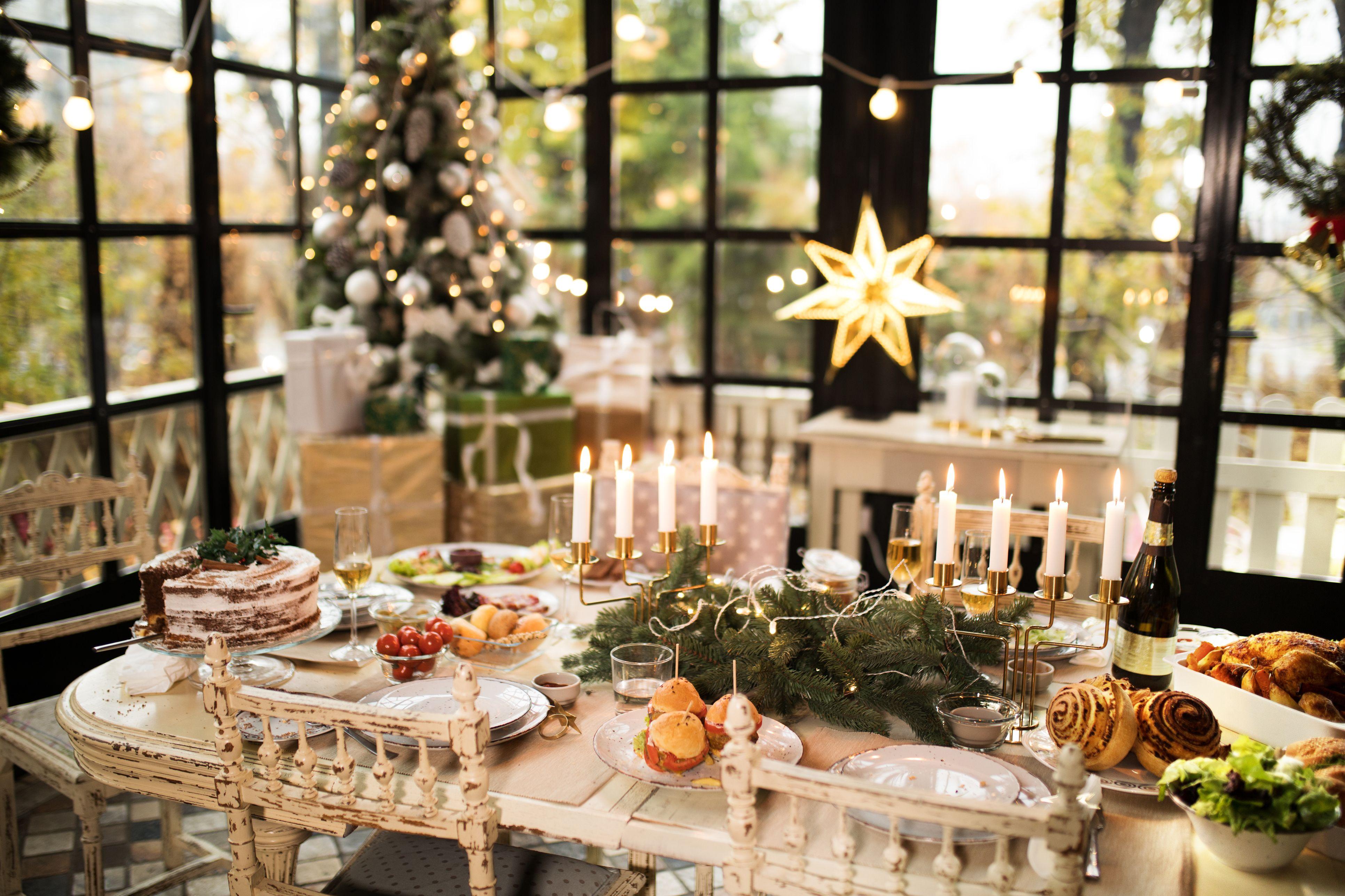 Christmas Table Centrepiece Ideas \u2013 Simple Ways To Decorate