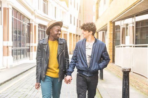 Homoseksueel koppel, hand-in-hand