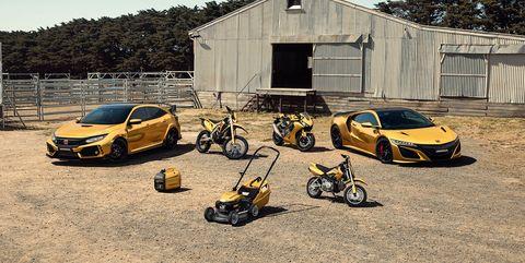 Land vehicle, Vehicle, Car, Yellow, Luxury vehicle, Mégane RS, Hot hatch, City car, Subcompact car, Supercar,