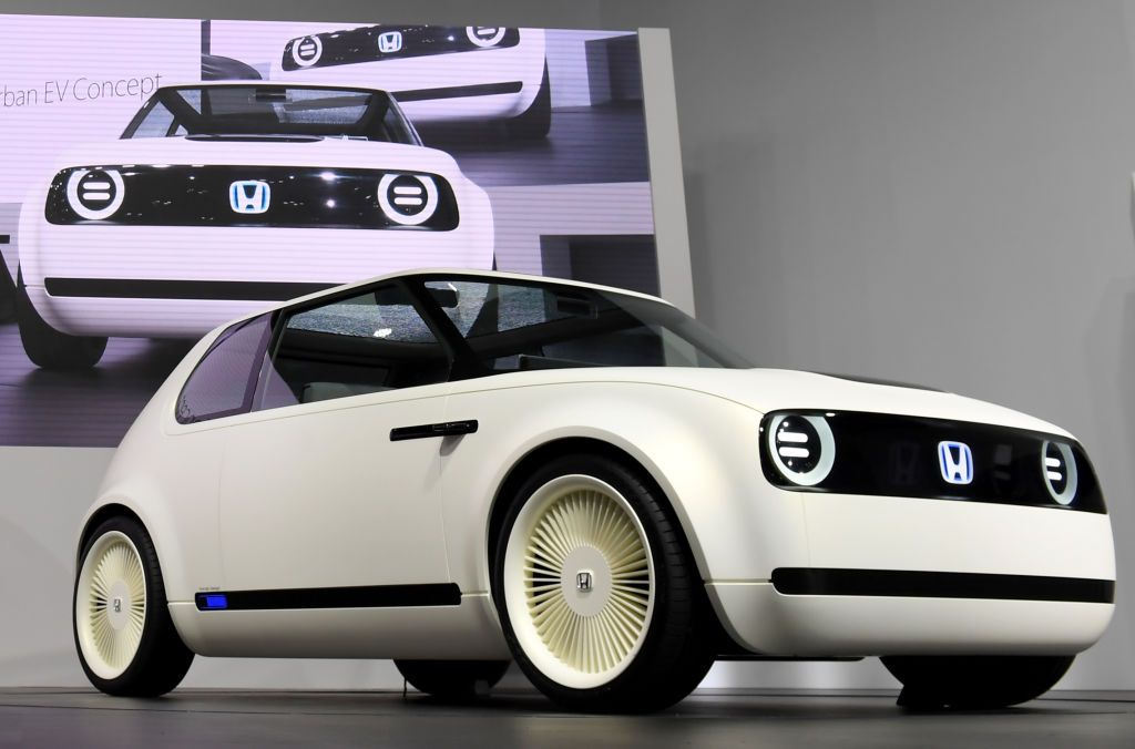 Awesome New Electric Cars You Need To Know - Luxury car show