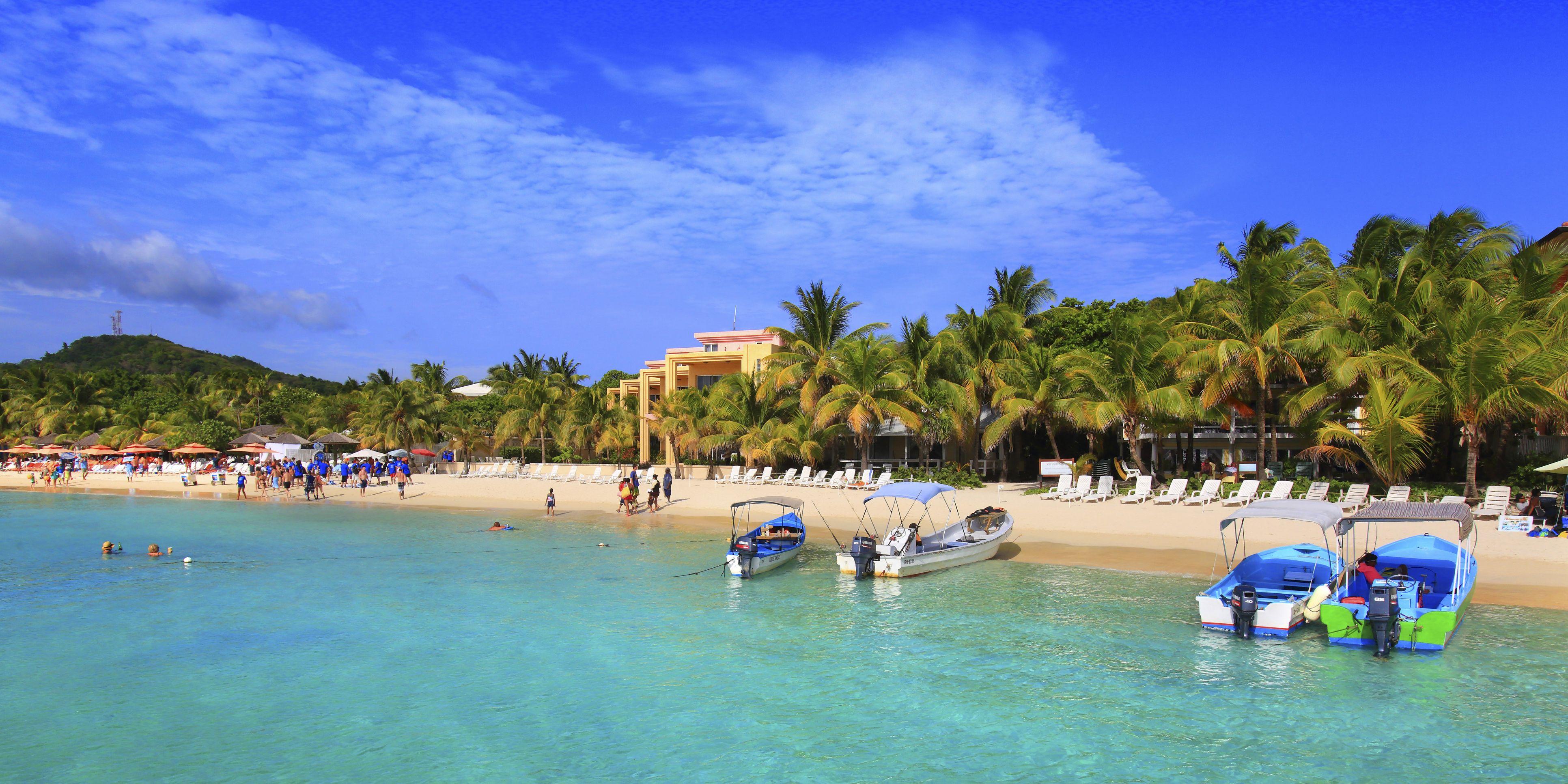 Honduras, Islas de la Bahia, Roatan Island. West Bay. Mahogany Bay