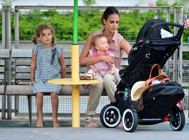 jessica alba met haar dochters in new york