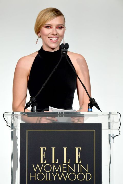 Scarlett Johansson Praises Women Filmmakers In Elle Women In Hollywood Speech