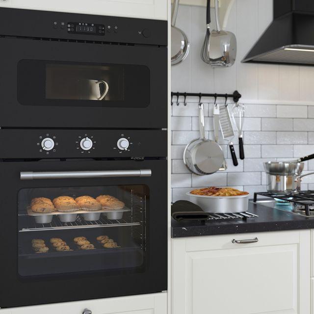 horno microondas de color negro empotrable