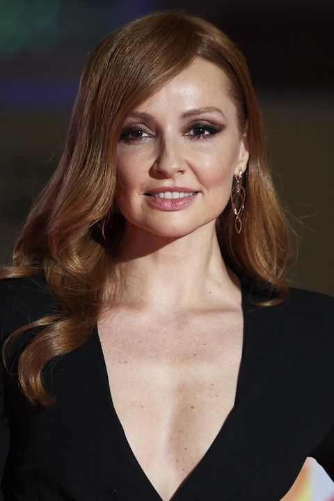 la actriz cristina castaño posando sonriendo vestida de negro
