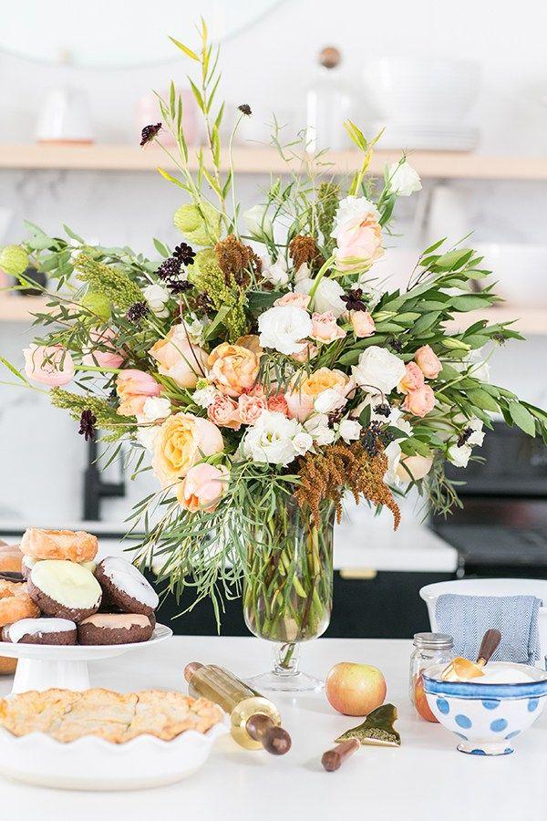 30 fall flower arrangements ideas for fall table centerpieces rh housebeautiful com centerpiece flower arrangements table centerpiece flower arrangements table