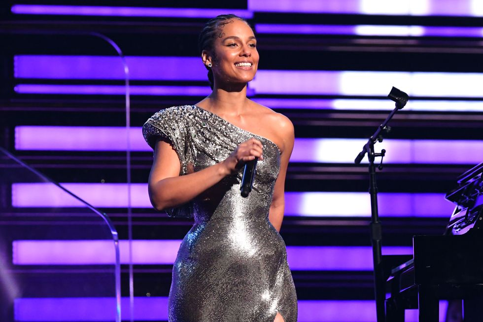 The Grammys Really Needed Alicia Keys' Weighted Blanket Energy