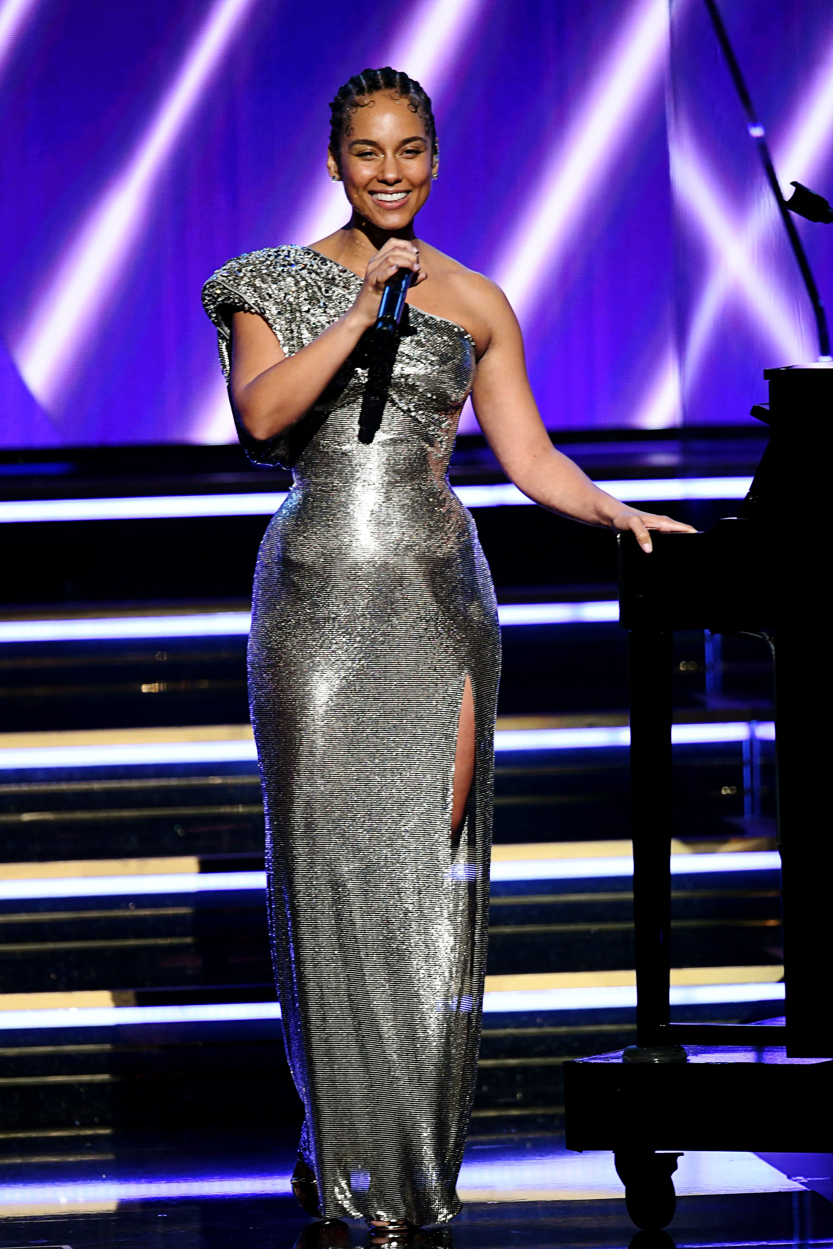 Alicia Keys Hosts the 2020 Grammys Wearing Barely Any Makeup