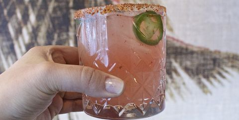 Drink, Hand, Nail, Ice cube, Moscow mule, Fizz, Finger, Paloma, Juice, Cocktail,