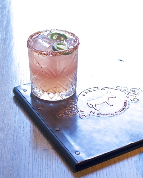 Drink, Ice cube, Glass, Moscow mule, Fizz, Non-alcoholic beverage,