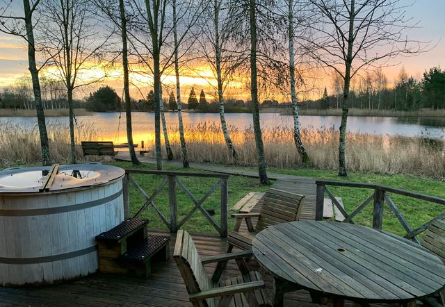 9 hot tub breaks uk   lodges with hot tubs