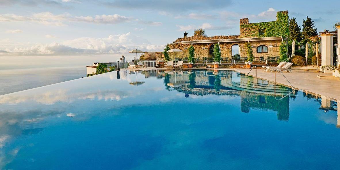 Piscina infinity del hotel Belmond Caruso