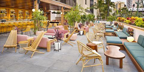 Terraza del hotel The Laylow en Hawái