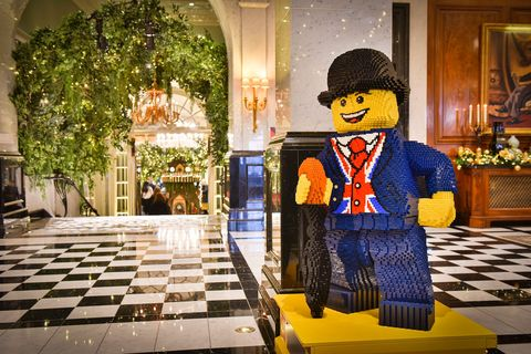 Decoración navideña con piezas LEGO del hotel Savoy