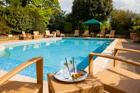 hotels with outdoor pools