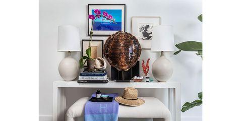 Shelf, Furniture, Table, Room, Wall, Shelving, Interior design, Living room, Rectangle, Coffee table,