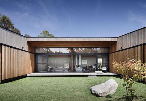 Grass, Property, Architecture, Facade, Real estate, Garden, Land lot, Backyard, Yard, Lawn,