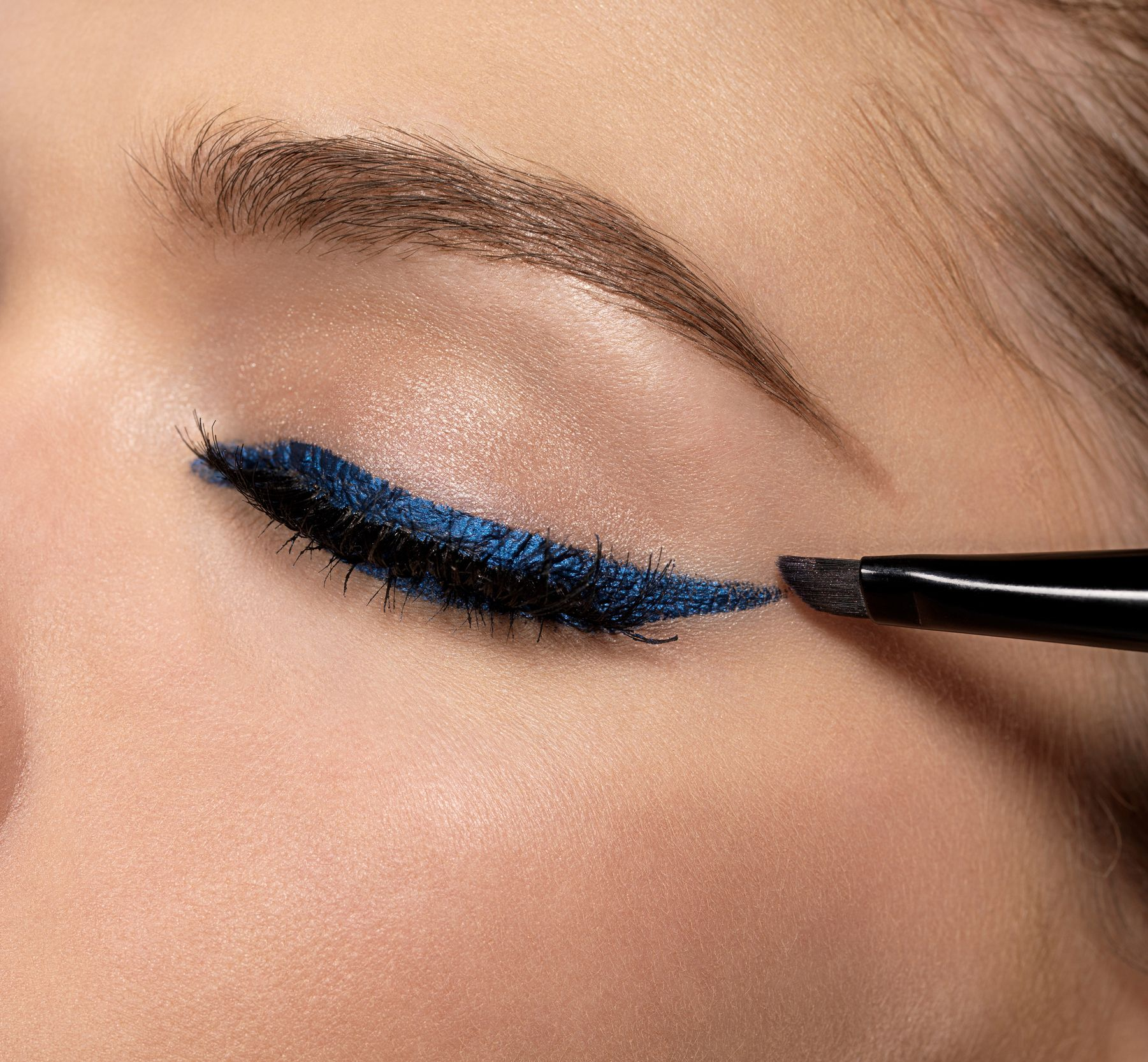 How to apply eyeliner thats even straight and really really pretty