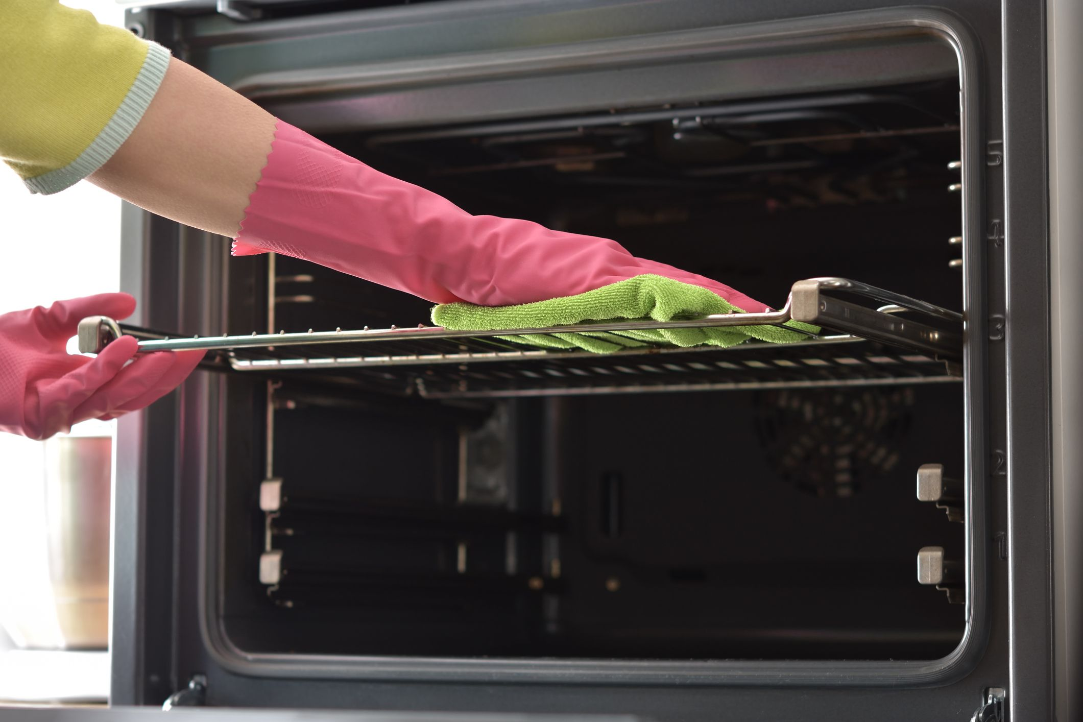 How to Clean Your Oven so It Shines
