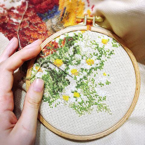 Needlework, Embroidery, Leaf, Cross-stitch, Textile, Stitch, Circle, Hand, Pattern, Craft,