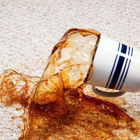 làm thế nào để có được vết cà phê ra khỏi thảm