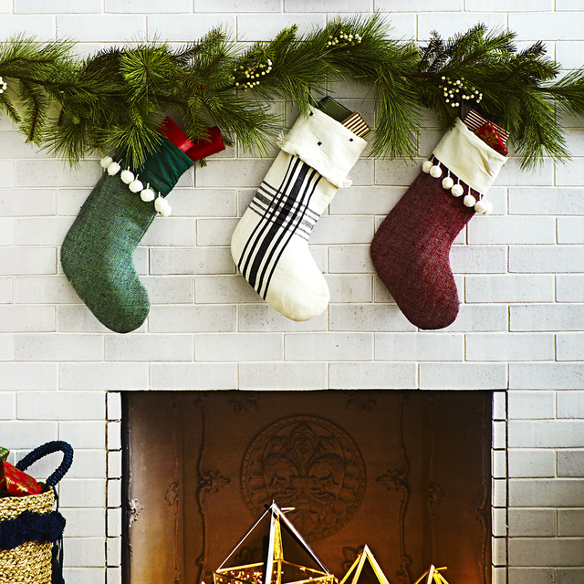 8 Christmas Decoration Hanging Hacks How To Hang Garland