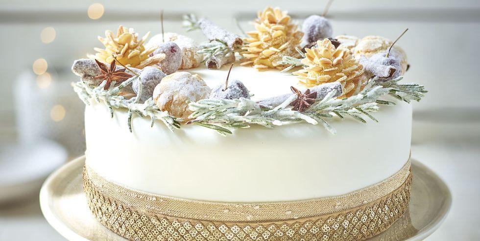 How to ice a Christmas cake