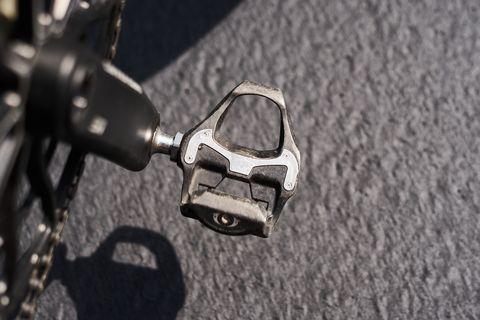 cómo instalar pedales automáticos