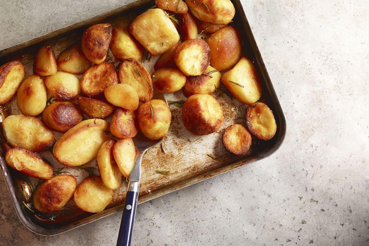 How To Roast Potatoes Easy Roasted Potato Recipe